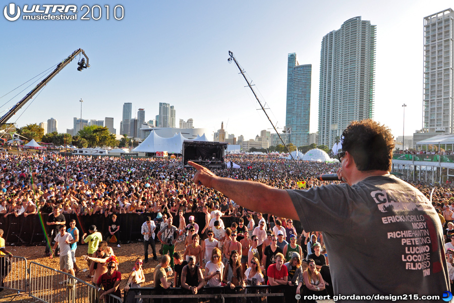 Damian Pinto on the Main Stage - 2010 Ultra Music Festival