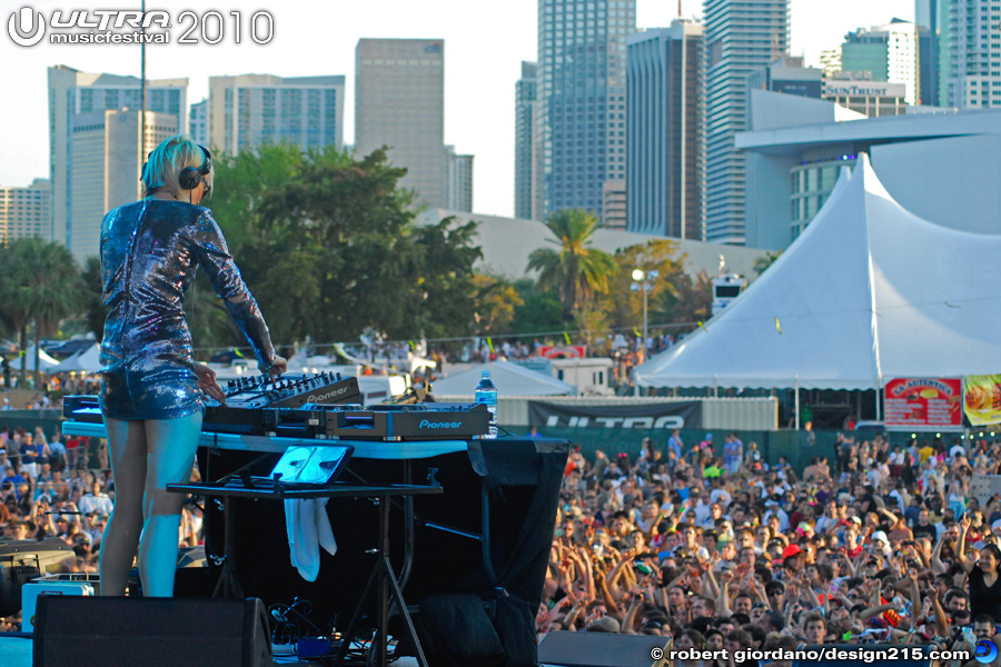 2010 Ultra Music Festival - Sister Bliss on the Main Stage, Day 2, photo by Robert Giordano