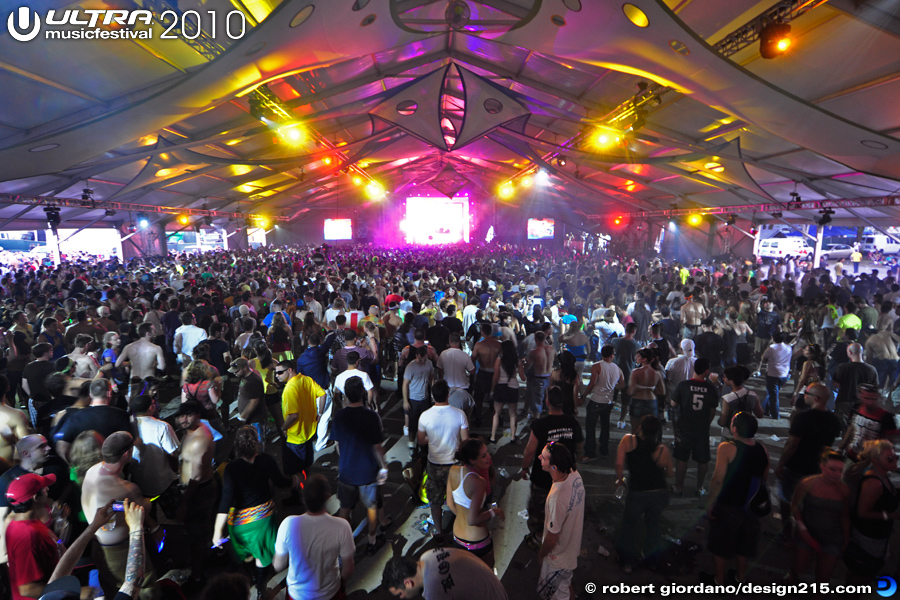 2010 Ultra Music Festival - Carl Cox and Friends Arena, photo by Robert Giordano