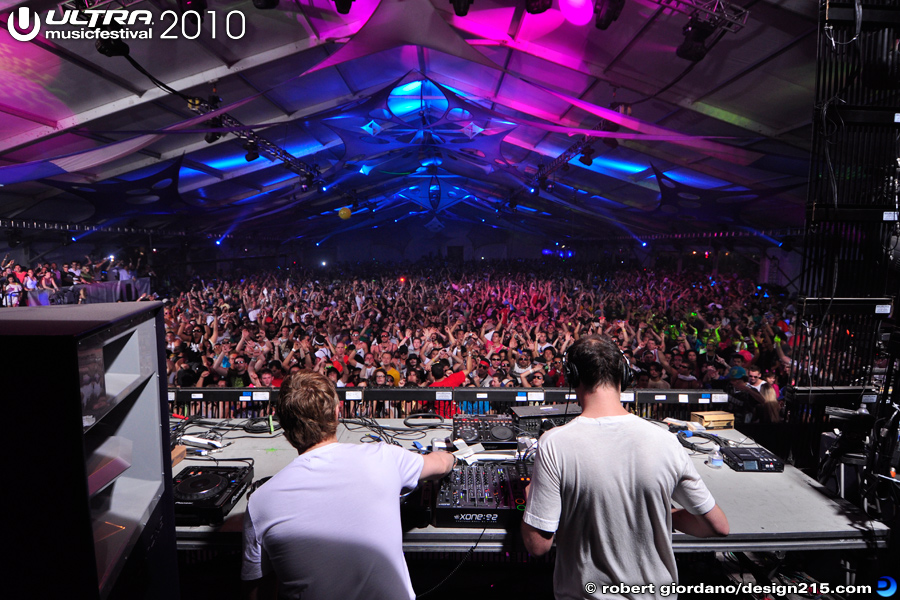 2010 Ultra Music Festival - Sasha and John Digweed, Carl Cox Arena, photo by Robert Giordano