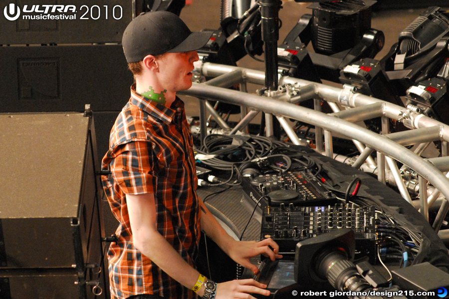 2010 Ultra Music Festival - Deadmau5, Main Stage, Day 2, photo by Robert Giordano